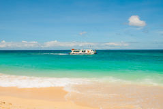 Le barche si sono messe in bacino sulla spiaggia di sabbia, Boracay, le Filippine Immagini Stock Libere da Diritti