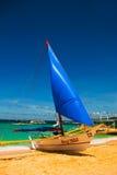 Le barche si sono messe in bacino sulla spiaggia di sabbia, isola di Boracay, le Filippine Fotografia Stock Libera da Diritti