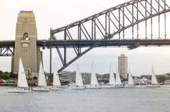Le barche a vela che realizzano il movimento di balletto mostrano negli eventi il giorno dell'Australia a Sydney Harbour Immagine Stock Libera da Diritti