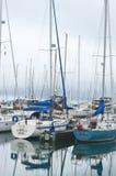 Le barche a vela hanno messo in bacino il lago Michigan, Kenosha, Wisconsin Immagine Stock