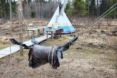 Le baril accroche sur des cordes pour le train d'équitation de buill Photographie stock