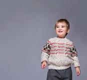 Le barn i en pullover Fotografering för Bildbyråer