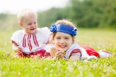 Le barn i ukrainsk folk kläder Arkivbilder