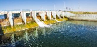 Le barrage de Kokaral en mer d'Aral Images stock