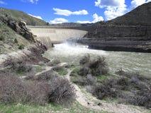 Le barrage hydro-électrique développe la puissance renouvelable propre Photographie stock libre de droits