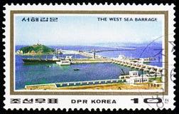 Le barrage occidental de mer, barrières sur la côte ouest au serie de Nampo, vers 1986 photographie stock libre de droits