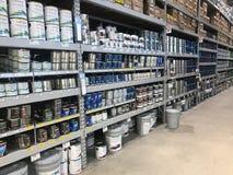 Le bas-côté de peinture d'un magasin de matériel du ` s de Lowe Photographie stock libre de droits