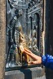 Le bas-relief sur la passerelle de Charles à Prague Image stock