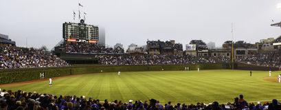 Le base-ball - Chicago Cubs - Wrigley mettent en place le terrain extérieur photos stock