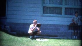 le base-ball contagieux de garçon (de vintage de 8mm) aiment le receveur clips vidéos