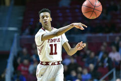 2015 le basket-ball des hommes de NCAA - FDU au temple Images stock