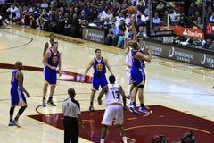Le basket-ball folâtre l'action Photo stock