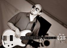 Le bassiste Tyson Galloway exécute au festival de nourriture Cultivate - 27 septembre 2015 dans l'espoir de port Image libre de droits