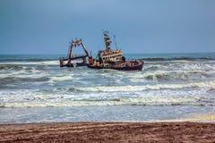 Le bateau écrasé il y a de nombreuses années Image libre de droits