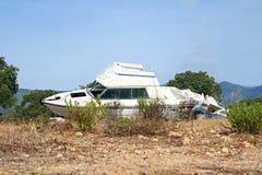 le bateau a été détruit et abandonné après un ouragan Photo libre de droits