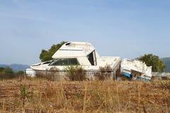 le bateau a été détruit et abandonné après un ouragan Photos libres de droits
