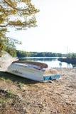 Le bateau abandonné Photographie stock libre de droits