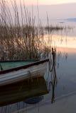 Le bateau accouplé sur le Lac Balaton Photographie stock libre de droits