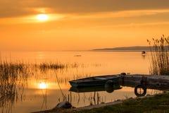 Le bateau accouplé sur le Lac Balaton Image stock