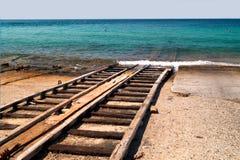 Le bateau au chantier naval pour la réparation Image stock