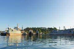 Le bateau-citerne moyen de mer photo stock