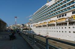 Le bateau Costa Fortuna de ruise de ¡ de Ð s'accouple au port de Vladivostok photo stock