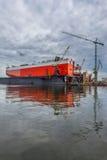 Le bateau dans le dock - réparez le chantier naval à Danzig, Pologne photos stock