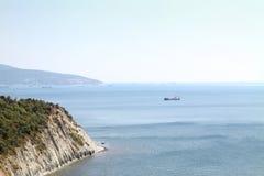Le bateau dans le port Photos stock