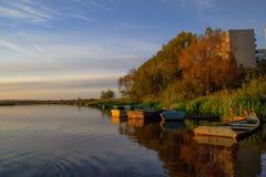Le bateau dans le paysage photo libre de droits