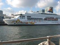 """Le bateau de croisière """"Poissons accouplés en port de Hong Kong photo stock"""