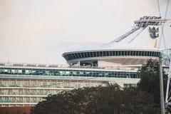 Le bateau de croisière s'est accouplé à un port à Penang, Malaisie photographie stock libre de droits