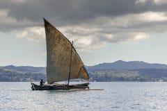 Le bateau de pêche près de fouineur soit le Madagascar Photographie stock libre de droits