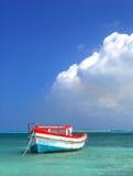 Le bateau du pêcheur dans Aruba Images libres de droits