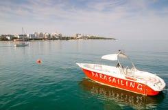 Le bateau est au pilier La ville-station de vacances Gelendzhik photos libres de droits