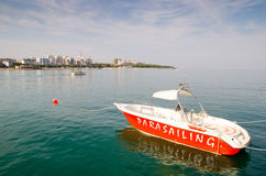 Le bateau est au pilier La ville-station de vacances Gelendzhik image libre de droits