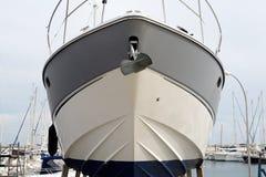 le bateau est dans le dock sec Photo libre de droits