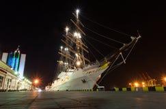 Le bateau grand de passager a amarré au port Odessa Photo stock