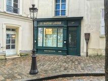 Le Bateau Lavoir skyltfönster på platsen av historiska konstnärstudior på Montmartre, Paris, Frankrike Arkivbild