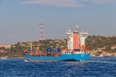 Le bateau navigue Bosphorus Images libres de droits