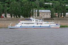 Le bateau Sibérie sur la rivière Oka Images libres de droits