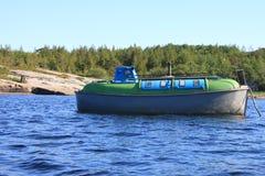 Le bateau sur l'eau Images libres de droits