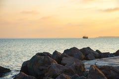 Le bateau sur l'horizon Photo libre de droits