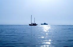 Le bateau sur la mer Photographie stock