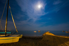 Le bateau sur la plage Photographie stock
