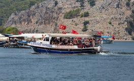 Le bateau voyage dans Dalyan Photographie stock libre de droits