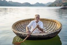 Le batelier indien photographie stock libre de droits