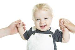 Le beau bébé apprenant à marcher a isolé sur a photographie stock
