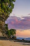 Le beau coucher du soleil rêveur dans fouineur soit le Madagascar Photographie stock libre de droits