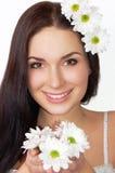 Le beau femme avec des fleurs a isolé photos libres de droits