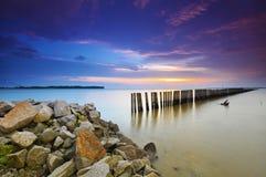 Le beau long coucher du soleil d'exposition a tiré avec les nuages mobiles Nature c Images stock